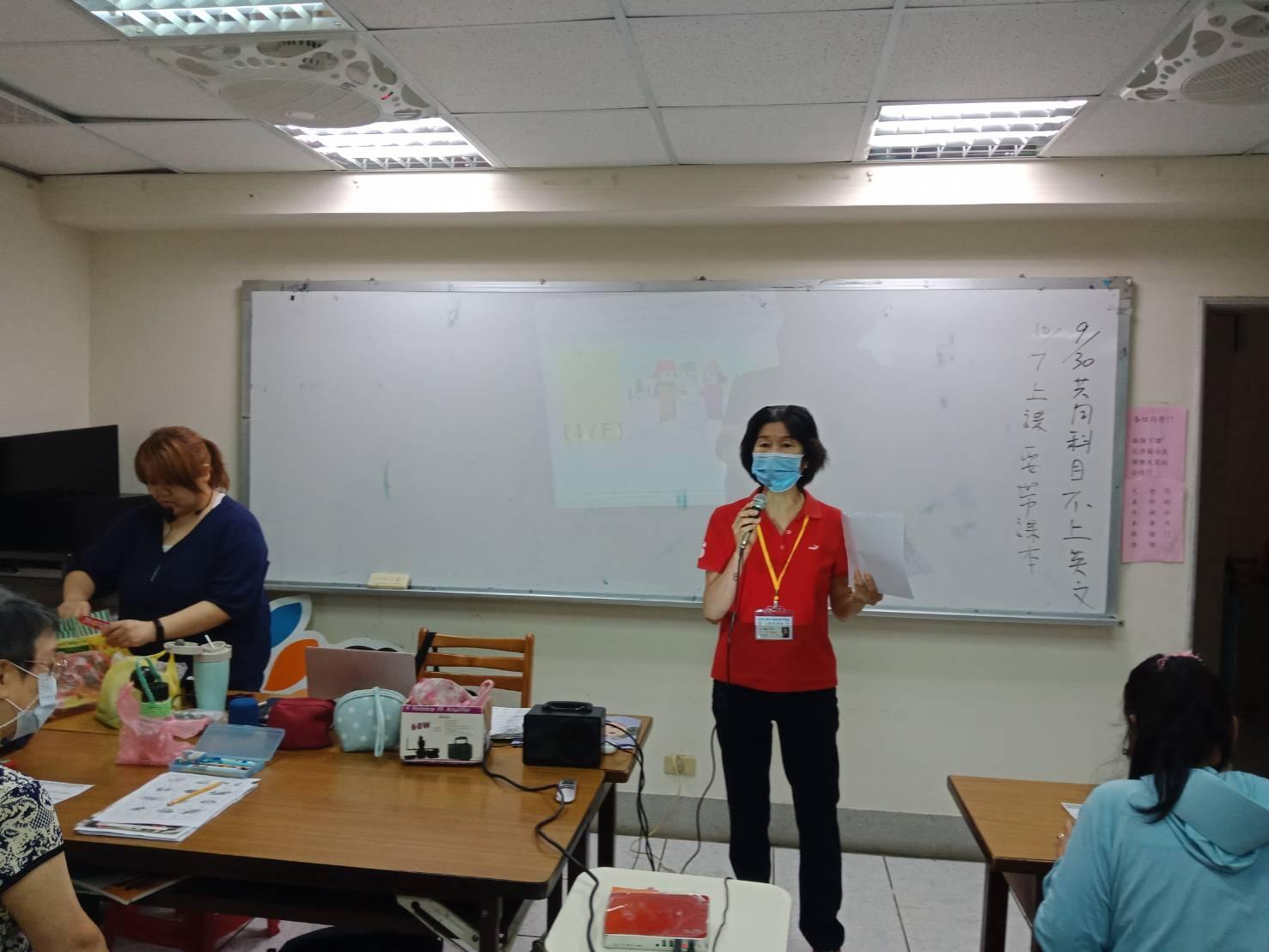 志工到班級佈達課程招生及共同科目週講座圖片1